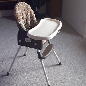 2-in-1 Convertible Portable High Chair and Booster